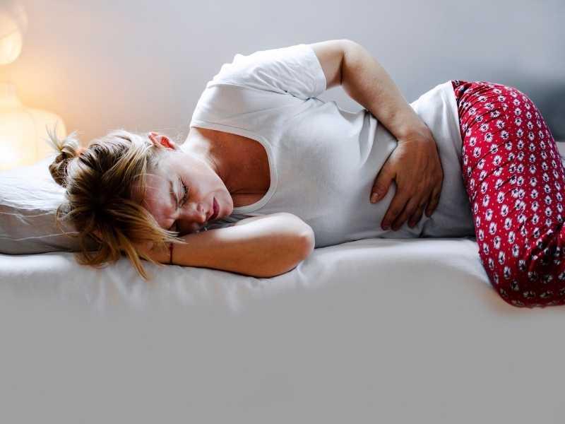 woman with endometriosis pain
